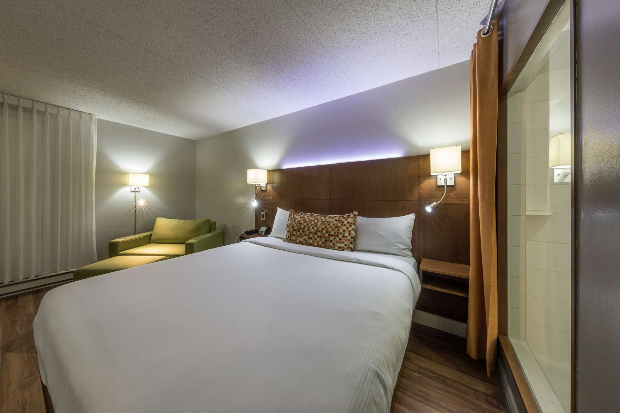 H Tel Et Suites Normandin Hotel In Quebec City # Support Tv Escamotable